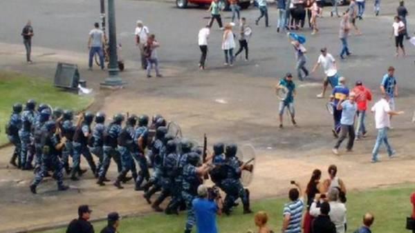 Brutal-represion-Plata-manifestaban-municipio_CLAIMA20160108_0170_28